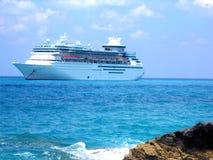 Nave atracada en el Caribe imagen de archivo