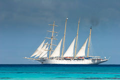 Nave blanca, Fakarava Imagenes de archivo