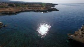 Nave blanca vieja en el mar Mediterráneo almacen de metraje de vídeo