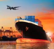 Nave commerciale di BIC in importazione, uso del pilastro dell'esportazione per il transpo della nave immagine stock libera da diritti