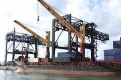 Nave da carico al bacino del porto Immagini Stock Libere da Diritti