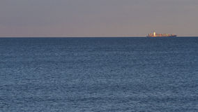 Nave da carico del contenitore in mare Fotografia Stock
