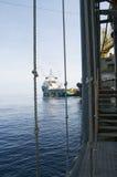Nave da carico della piattaforma e dell'impianto offshore fotografia stock libera da diritti