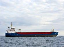 Nave da carico in mare Fotografia Stock Libera da Diritti