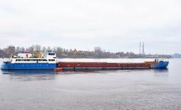 Nave da carico su Neva River Fotografia Stock