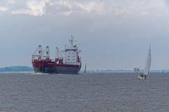 Nave da carico sul fiume Fotografia Stock