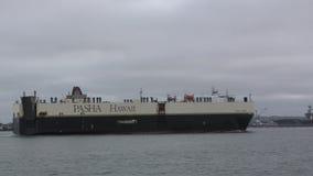 Nave da carico vicino a San Diego stock footage
