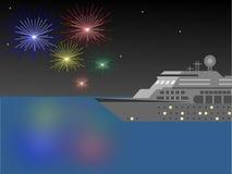 Nave da crociera alla notte con i fuochi d'artificio Fotografie Stock Libere da Diritti