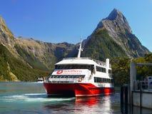 Nave da crociera del fiordo della costa ovest, Nuova Zelanda Immagini Stock