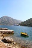Nave da crociera di lusso e piccola barca in mare Fotografia Stock