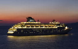 Nave da crociera di tramonto Fotografie Stock Libere da Diritti