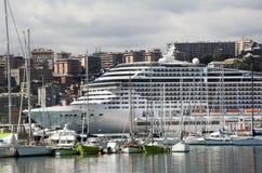 Nave da crociera a Genova immagini stock libere da diritti