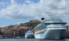 Nave da crociera nel golfo di Napoli fotografie stock