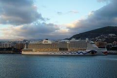 Nave da crociera nel porto di Tenerife di mattina Fotografie Stock Libere da Diritti
