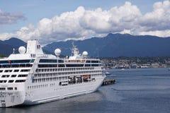 Nave da crociera nel porto di Vancouver Immagini Stock Libere da Diritti
