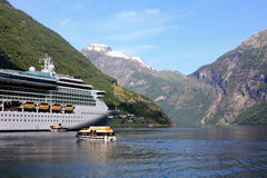 Nave da crociera in Norvegia fotografia stock