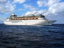 Nave da crociera in oceano Fotografia Stock