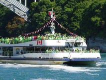 Nave da crociera per il cascate del Niagara Fotografie Stock Libere da Diritti