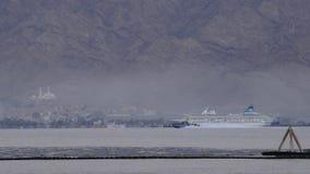 Nave da crociera in porto di Aqaba stock footage