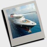 Nave da crociera sul mare blu libero Fotografie Stock Libere da Diritti