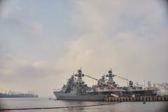 Nave da guerra nel porto Fotografia Stock Libera da Diritti