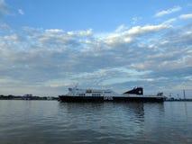Nave de DFDS en el puerto de Klaipeda, Lituania imagen de archivo