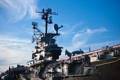 Nave de guerra en un acceso Foto de archivo