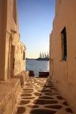 Nave de la puesta del sol de Mykonos imagen de archivo