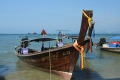 Nave de Longtail en la playa del nang del Ao Imágenes de archivo libres de regalías