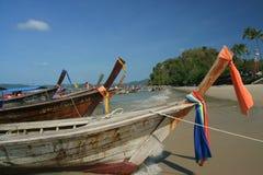 Nave de Longtail en la playa del nang del Ao Imagen de archivo libre de regalías