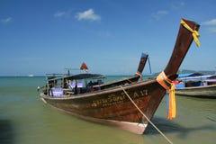 Nave de Longtail en la playa del nang del Ao Fotos de archivo