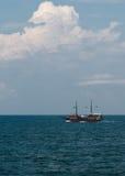 Nave de pirata en el mar Imagen de archivo libre de regalías
