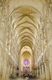 Nave de uma igreja gótico Foto de Stock