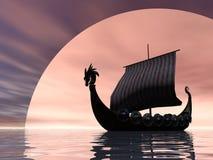 Nave de Vikingo en el mar Fotografía de archivo