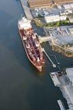 Nave del buque de petróleo en acceso Imagen de archivo