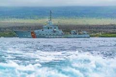 Nave del ejército en la costa de las Islas Galápagos, Ecuador Imagen de archivo