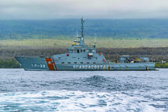 Nave del ejército en la costa de las Islas Galápagos, Ecuador Foto de archivo