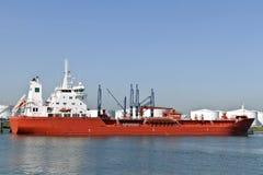 Nave del gas e del petrolio nel porto immagine stock