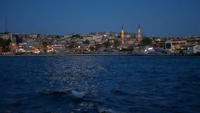 Nave del mar de la noche de la ciudad almacen de video