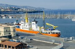 Nave del Medecins Sans Frontieres anclado en Catania Fotos de archivo