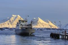 Nave del traghetto su Ullsfjord Fotografia Stock