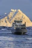 Nave del traghetto su Ullsfjord Fotografia Stock Libera da Diritti
