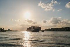 Nave del trasporto al sole Fotografia Stock Libera da Diritti
