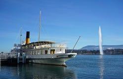 Nave del vapor de paleta del vintage en el lago Lemán, Suiza Fotografía de archivo