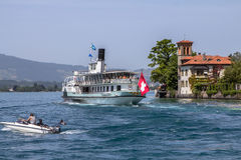 Nave dello svizzero dell'incrociatore sul lago fotografia stock libera da diritti