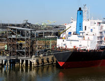 nave di caricamento del carbone Immagini Stock Libere da Diritti