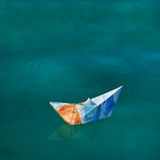 Nave di carta su acqua Fotografia Stock Libera da Diritti