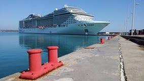 Nave di Cruse in porto di Katakolon Immagine Stock Libera da Diritti