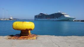 Nave di Cruse in porto di Katakolon Fotografie Stock Libere da Diritti