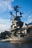 Nave di guerra in una porta Fotografia Stock Libera da Diritti